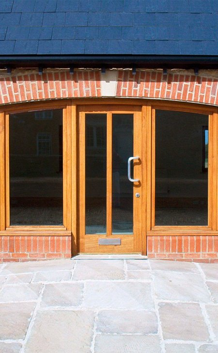 Oak door & curved frame with glazed side panels